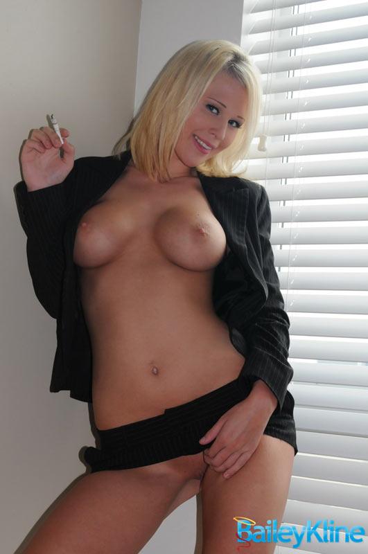 Naked Amateur Woman Smoking Cigarette