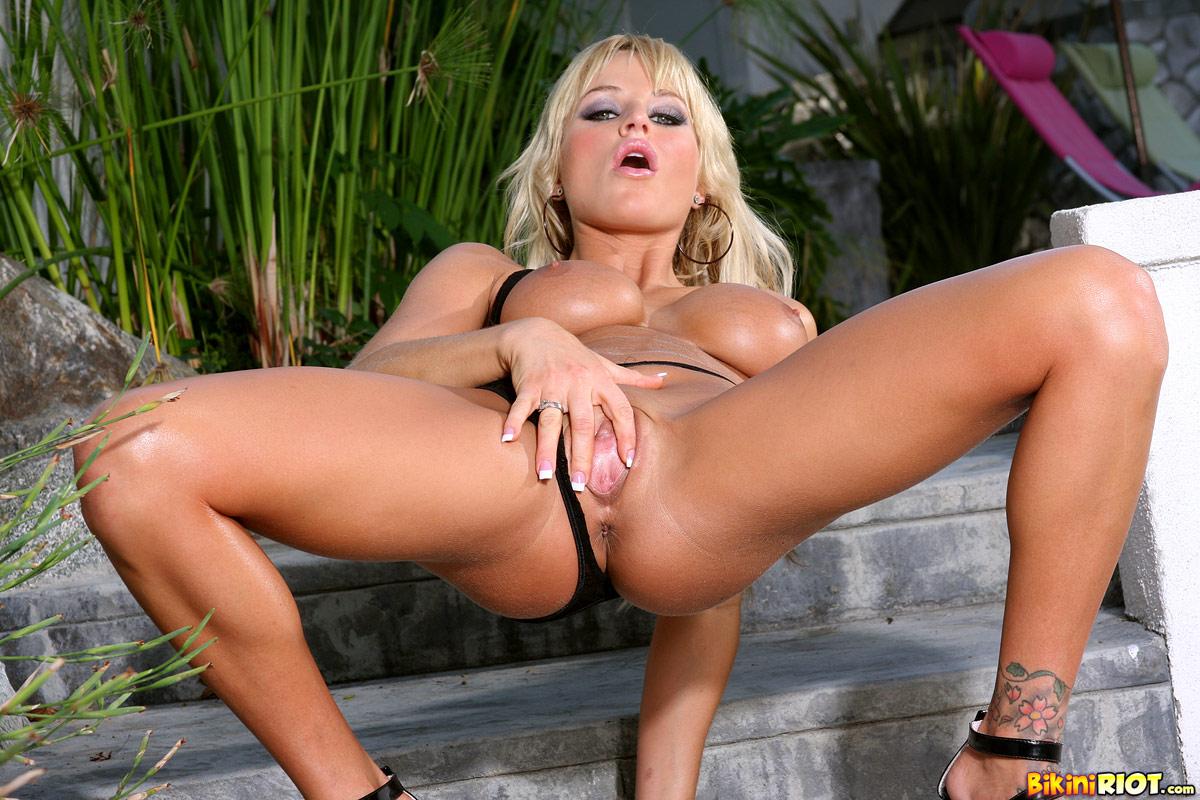 nicole austin naked and posing