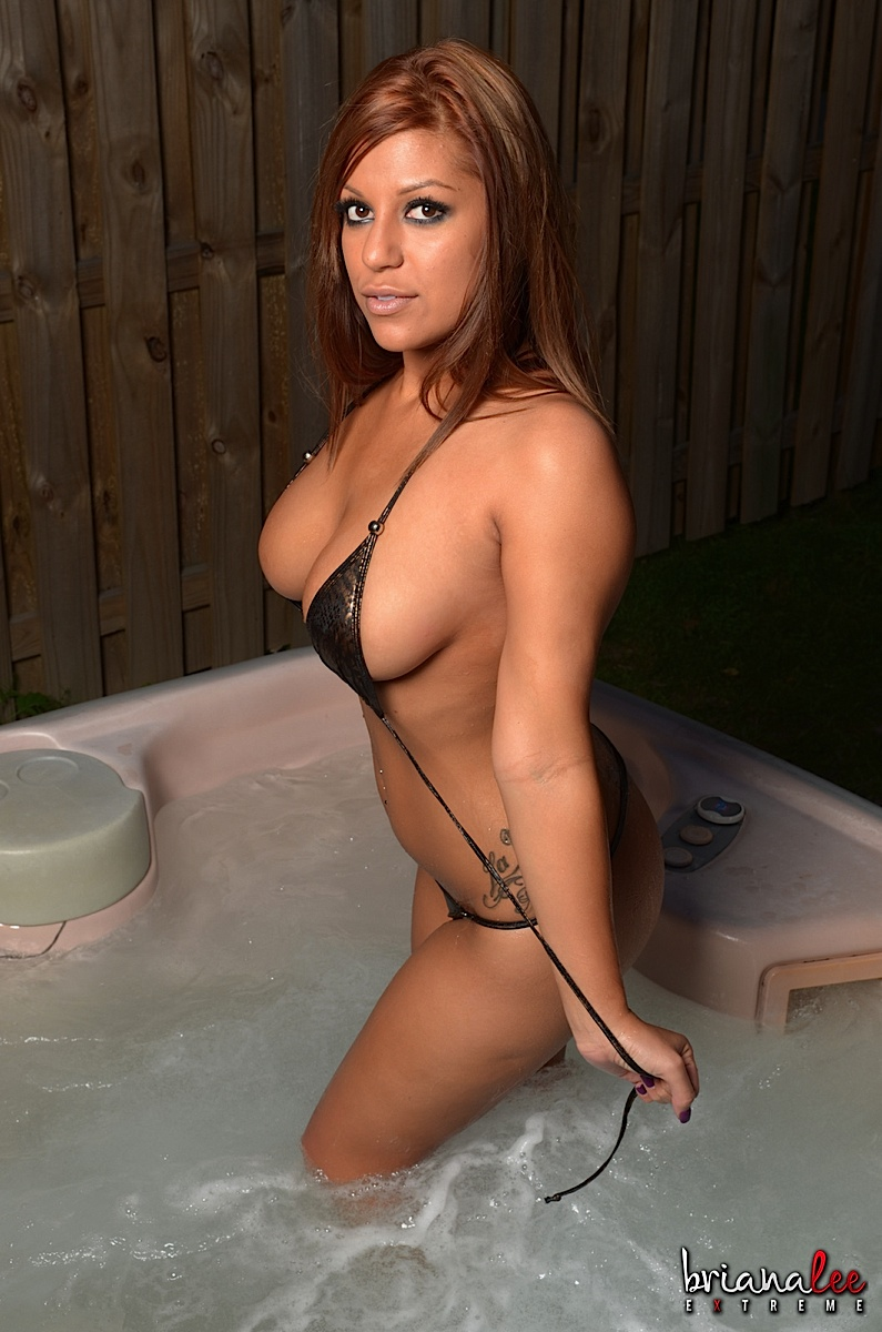 Briana Lee Extreme - Briana Lee Naked Poolside at AmateurIndex.com