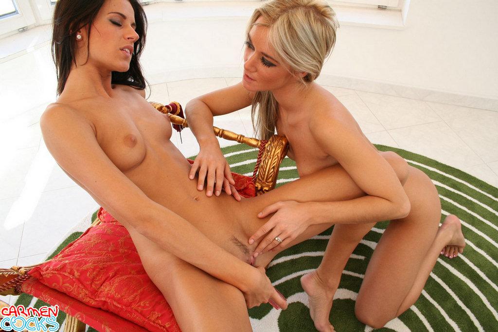 Carmen cocks lesbian video