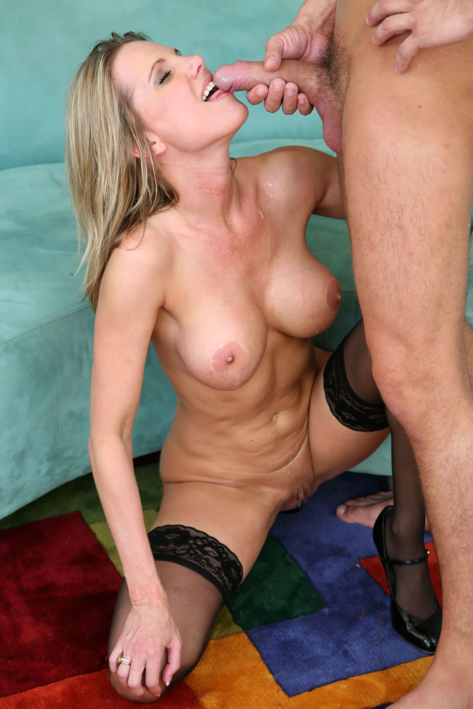 Cougars in Heat - Blonde cougar fuck fest at AmateurIndex.com