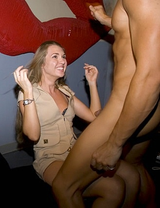 Lucky male strippers get sucked by horny chicks 10