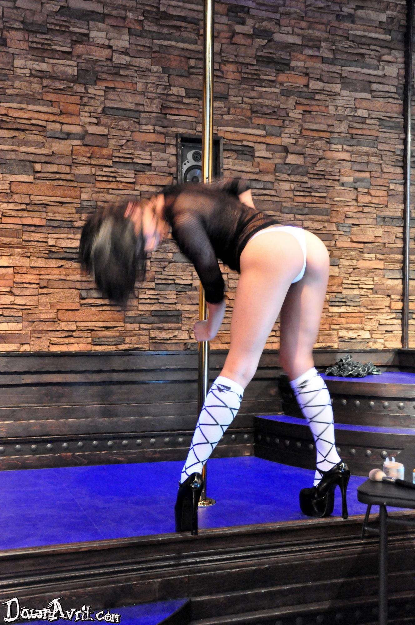 Dawn Avril Stripping - XVIDEOSCOM