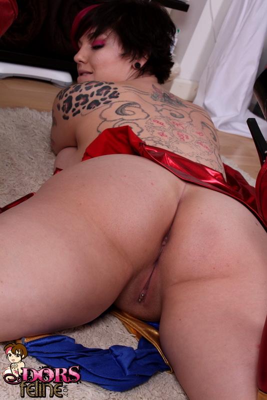 feline naked Dors