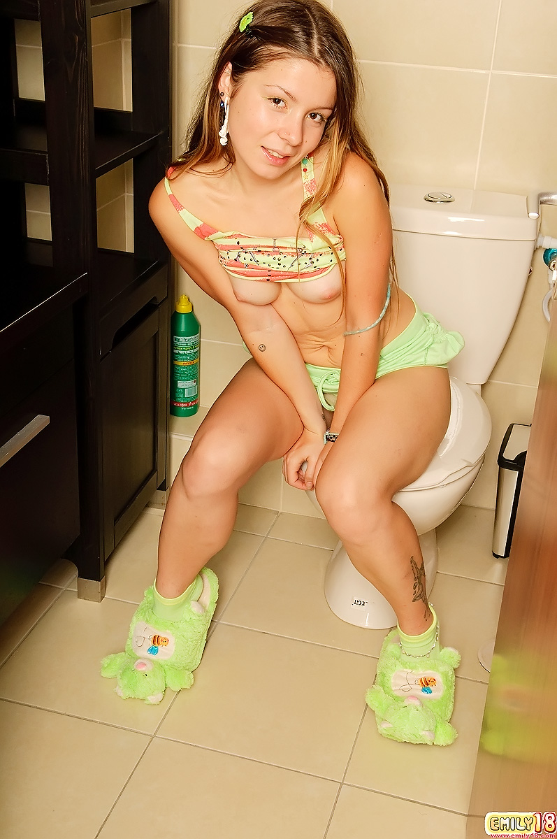 Amateur Teen Dancing Bathroom