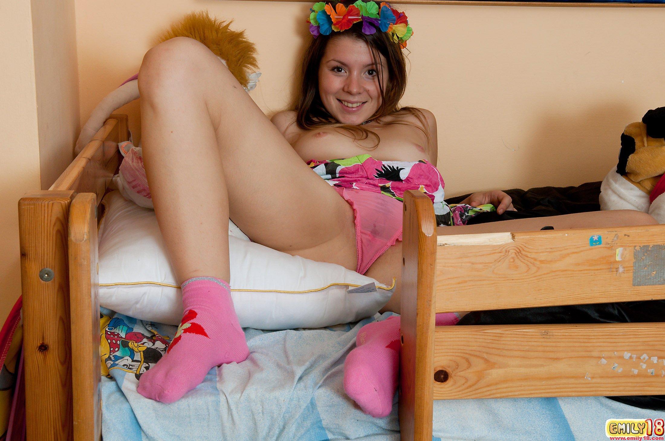 Фото галлереи девушки в мокрых труссиках 17 фотография