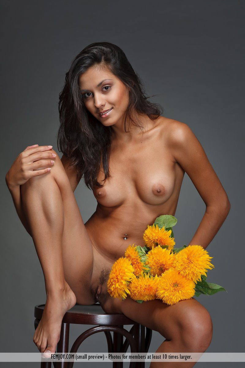 Nude hawaiian female 10