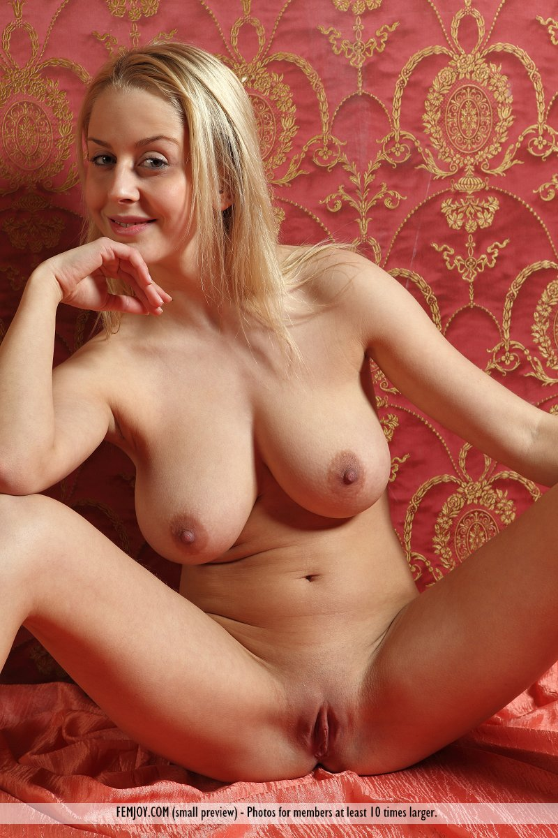 naked pictures of sweden blonde milfs