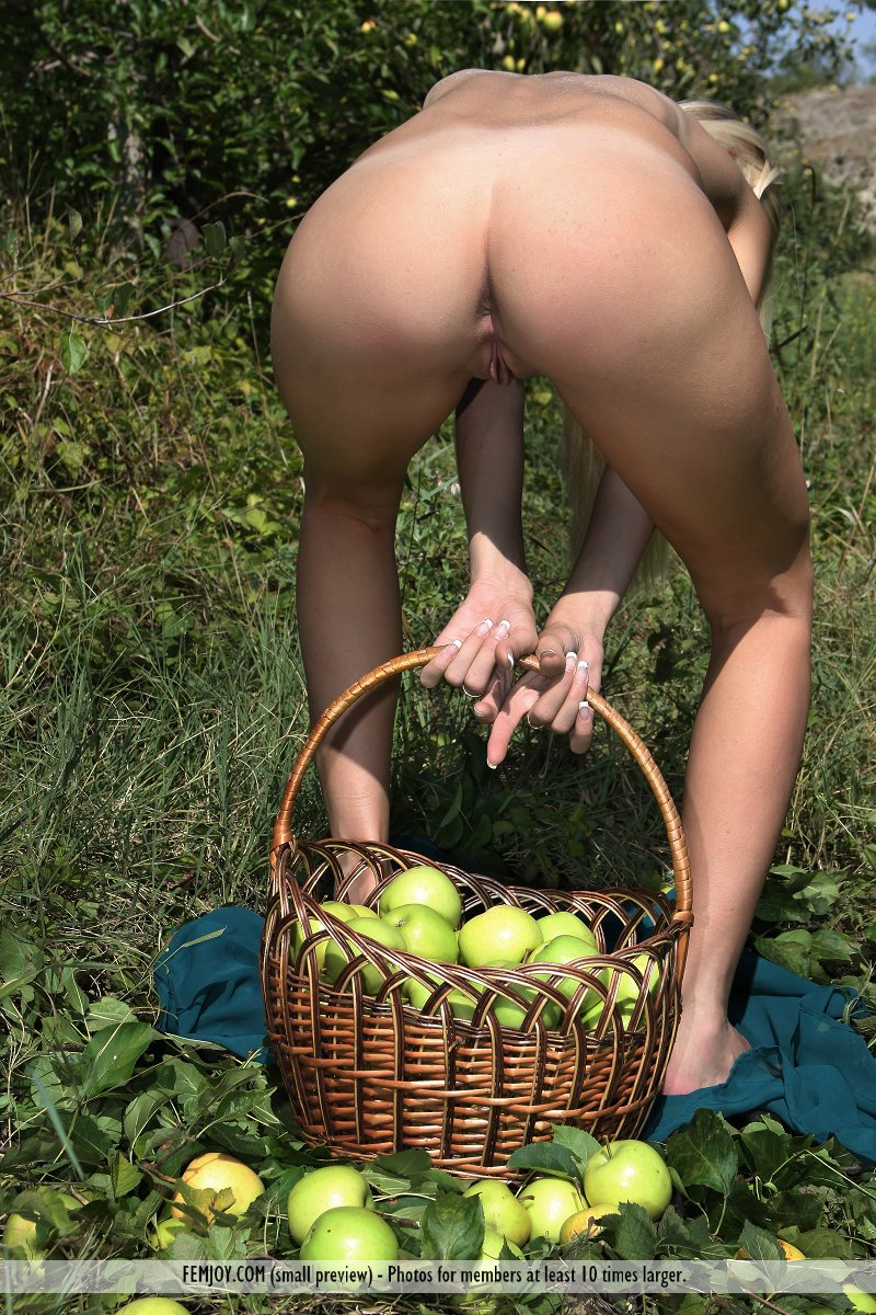 Naked Apples 36