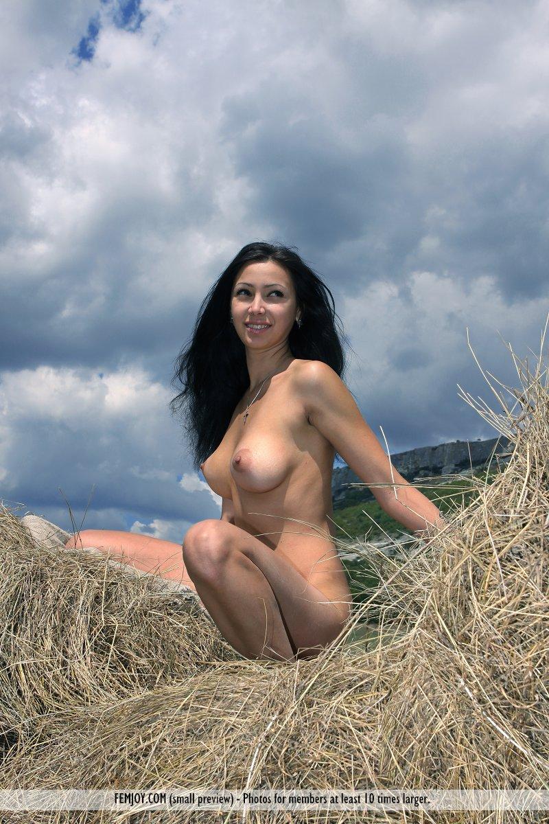 nude gets Countryside girl farm