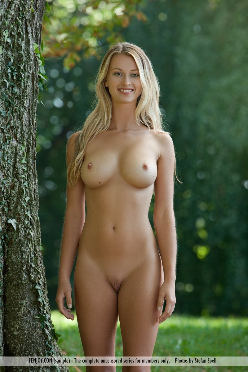 Amateur naked in woods
