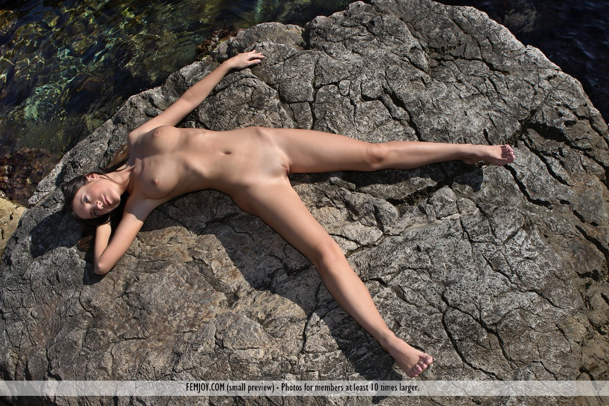 nude female rock climbers