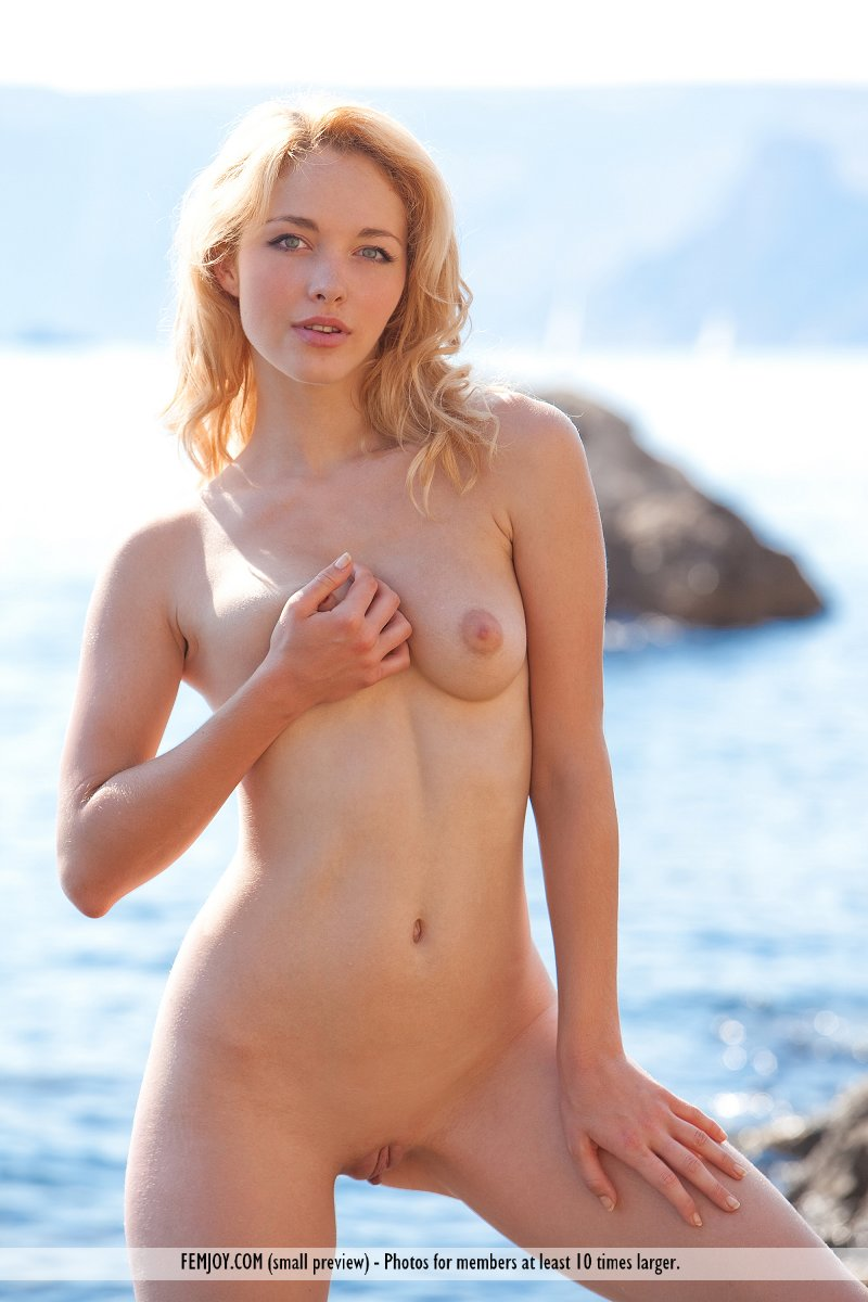 Nude Blond Pictures 93