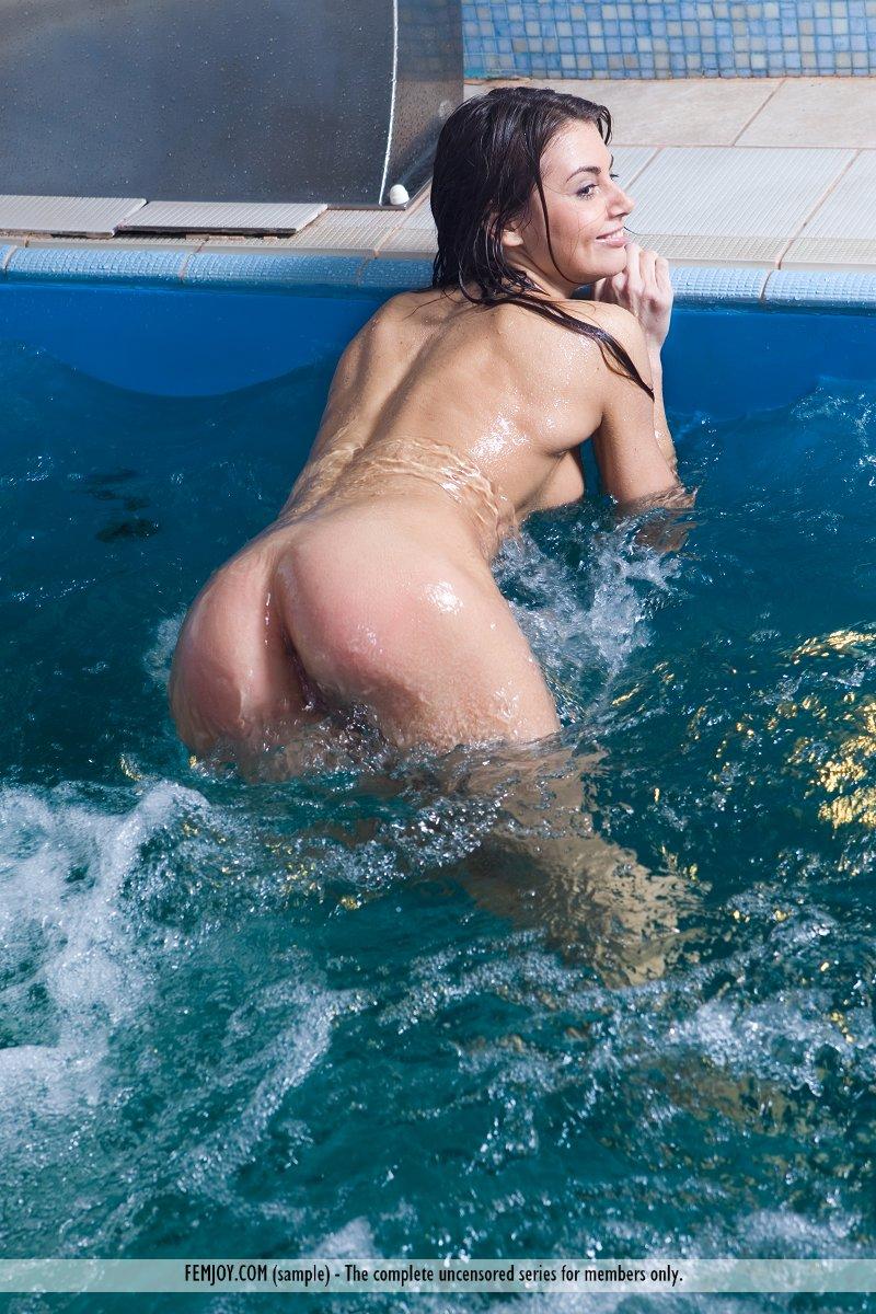 swimming Nude coed