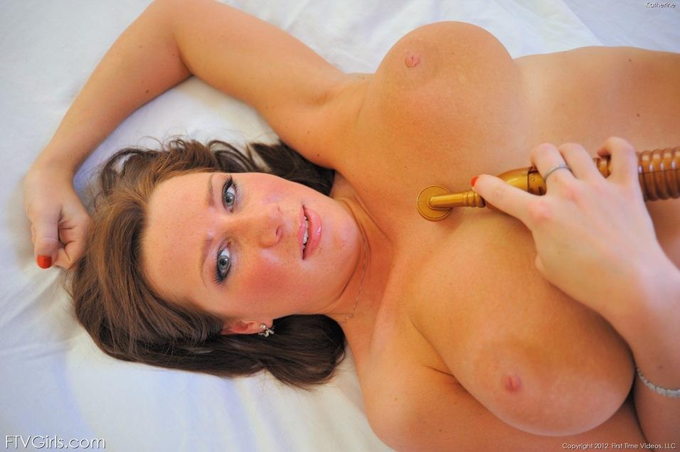 naked selfie girl fingering