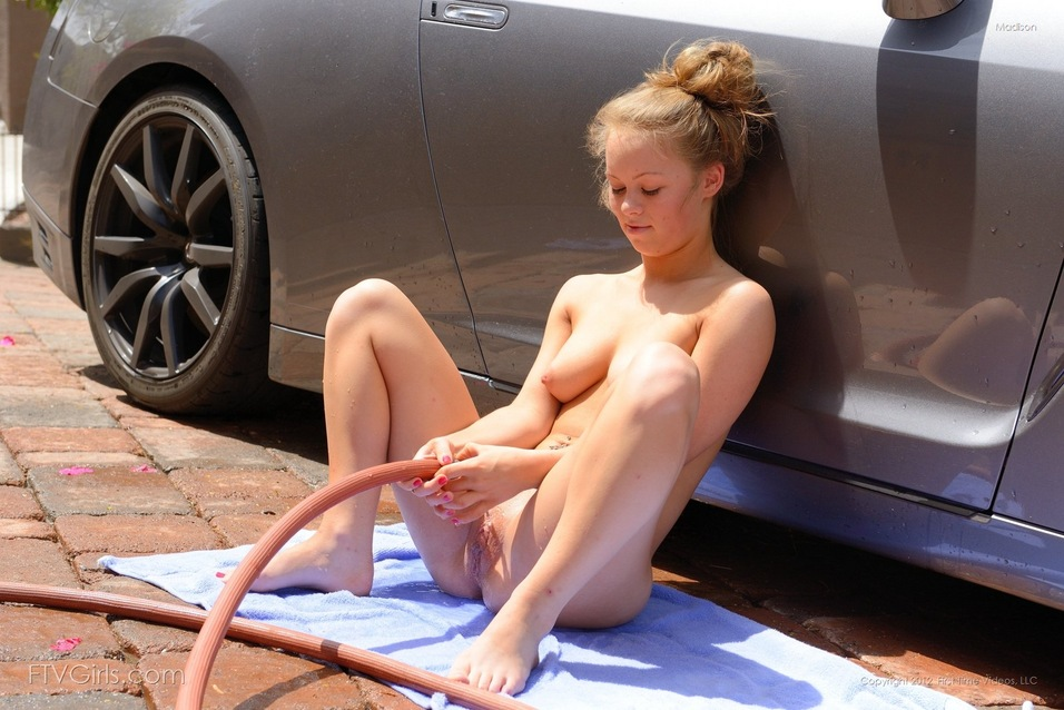 wash nude girls car Ftv