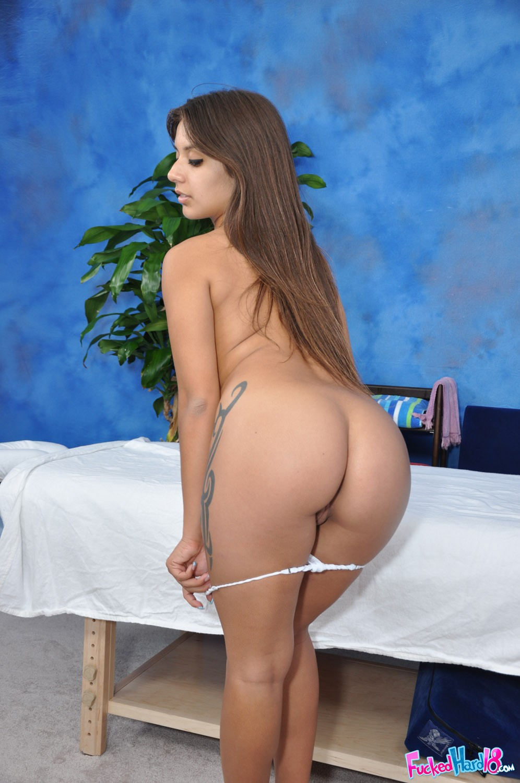 nude women statue asses