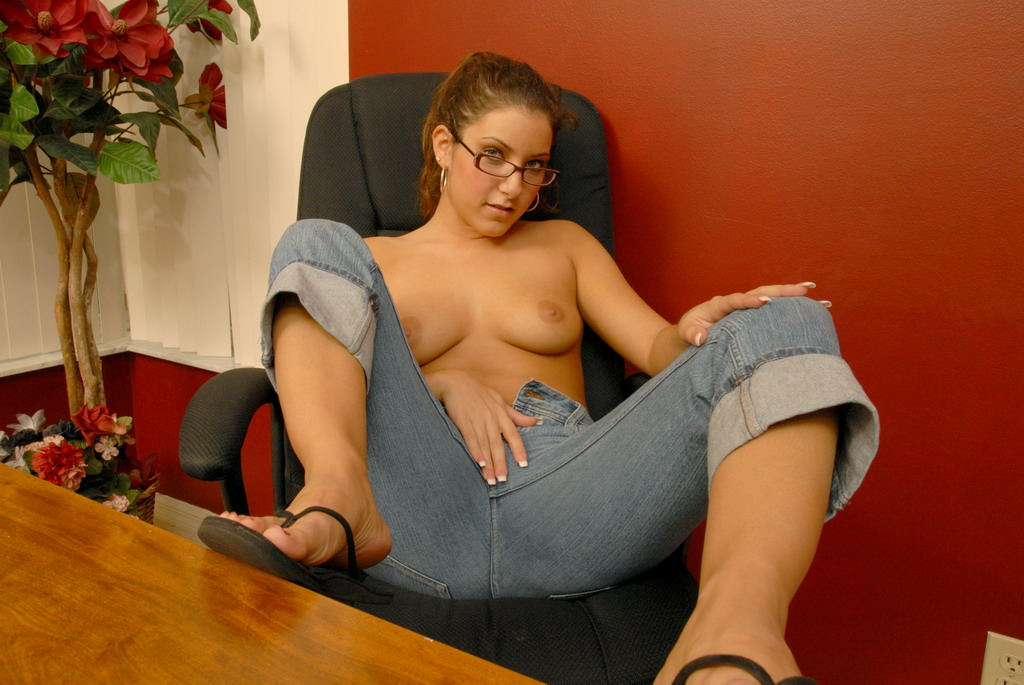 Hot geek chick nude can