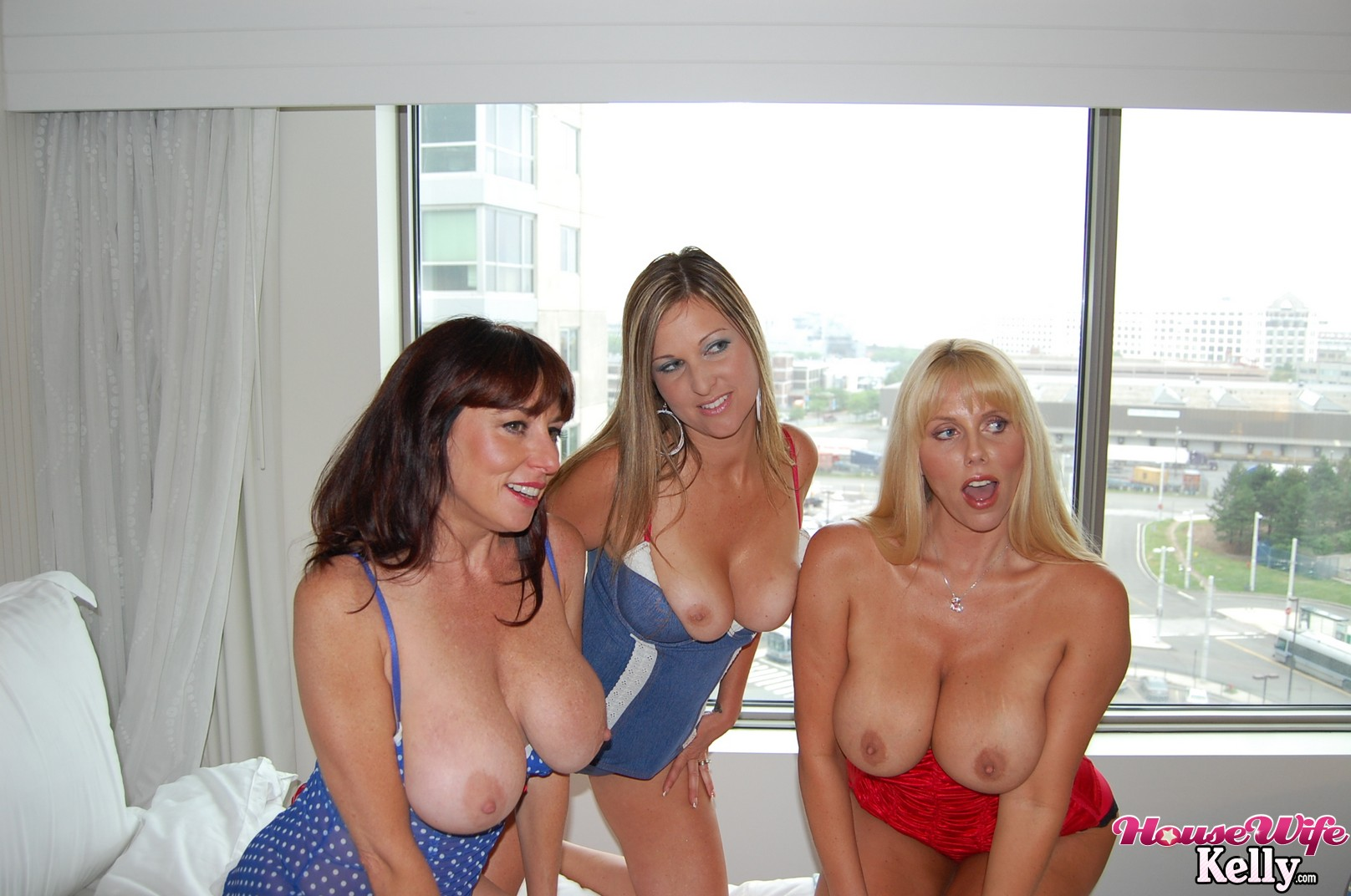 naked party wife pics