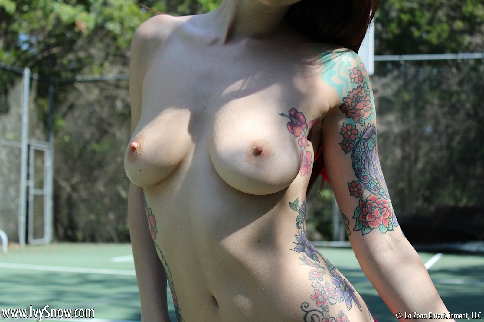 Amateurs nude on tennis court