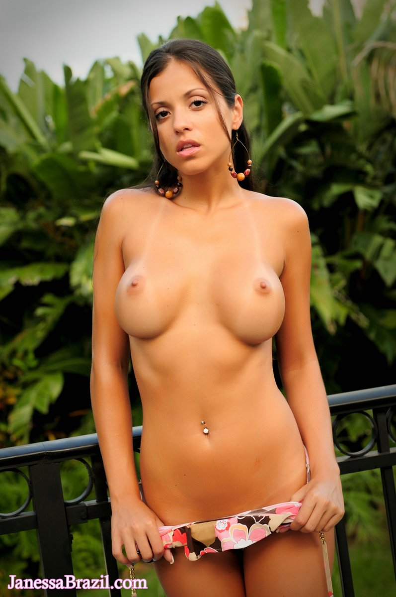 Janessa Brazil Naked Outside