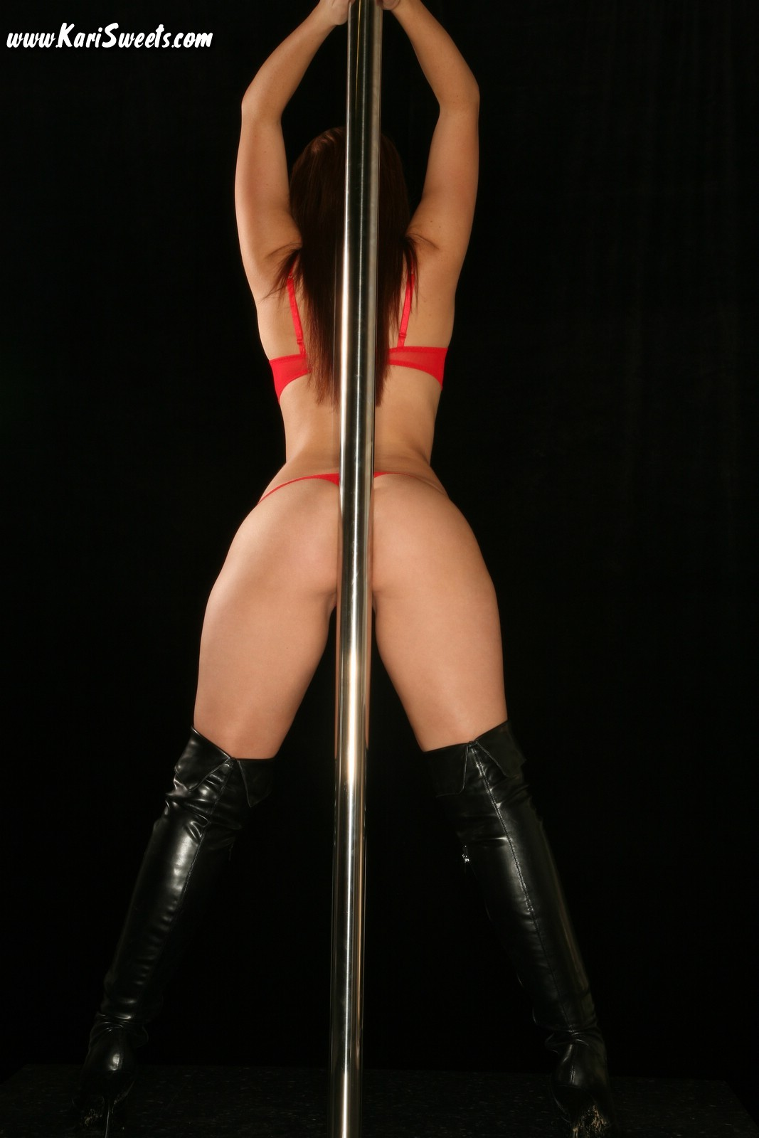 Dance nude pole