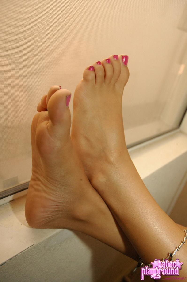 feet Kates playground