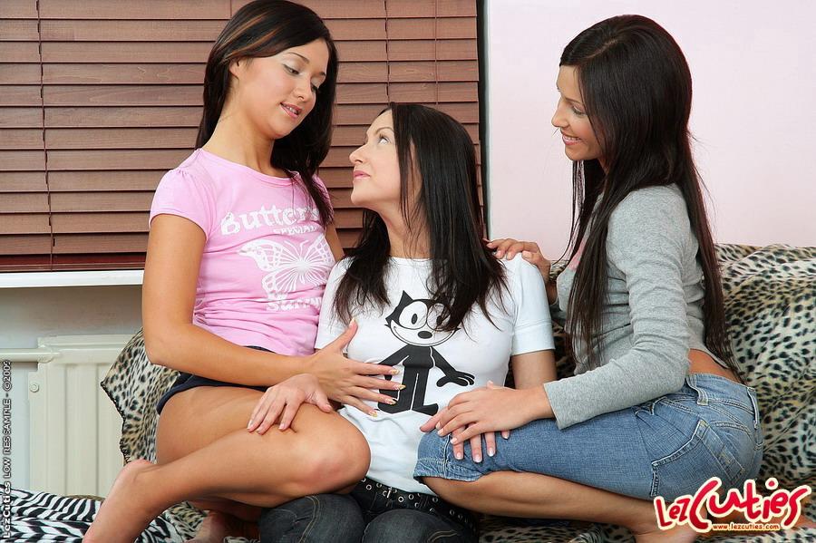 Nikki Hearts Lesbian Threesome