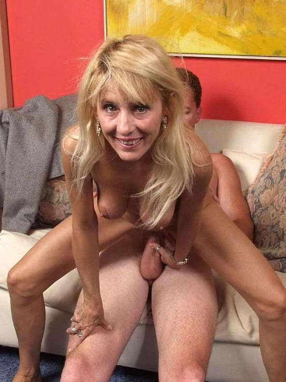 Sexy hard core mature woman — photo 8