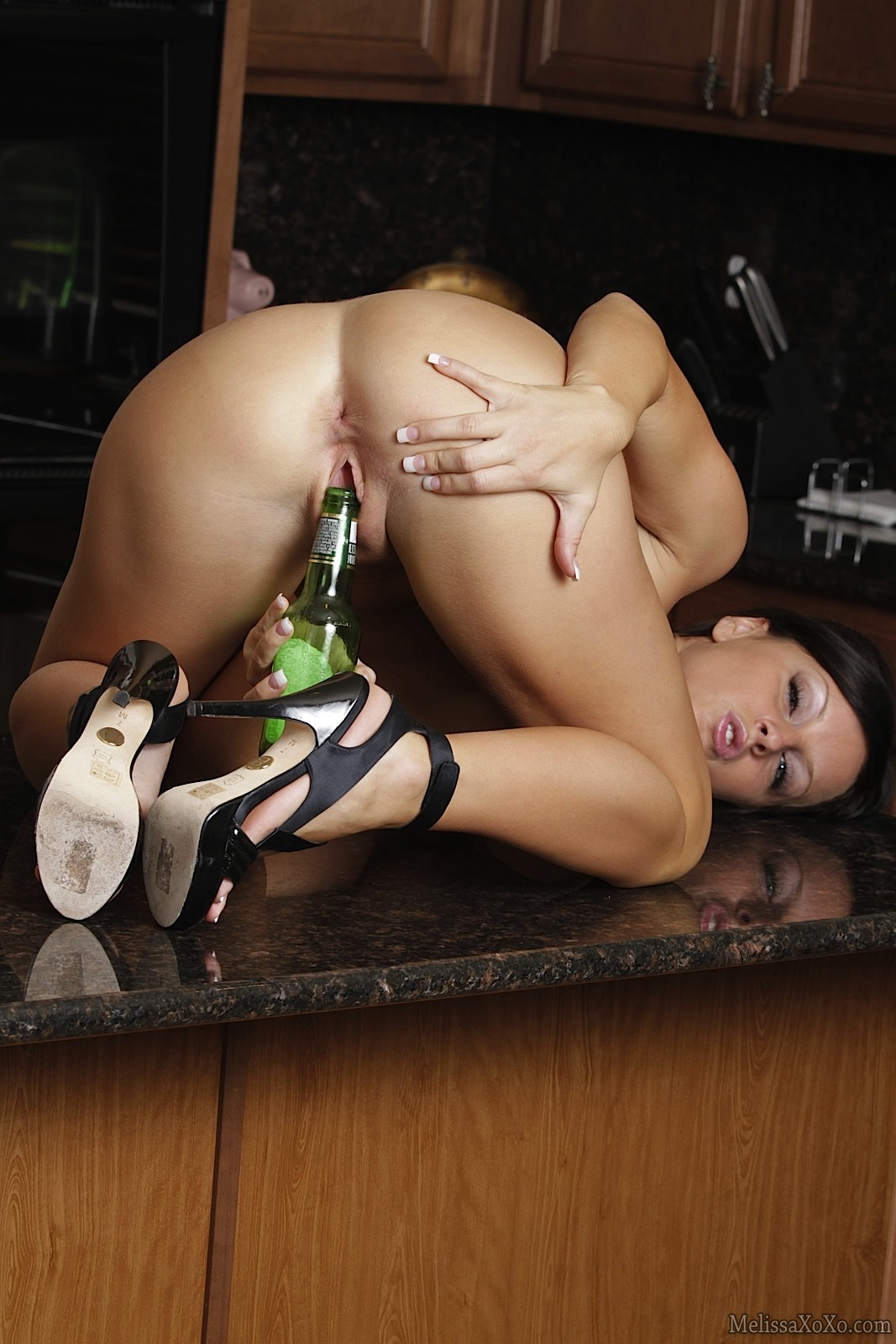 amateur girls fucking bottles