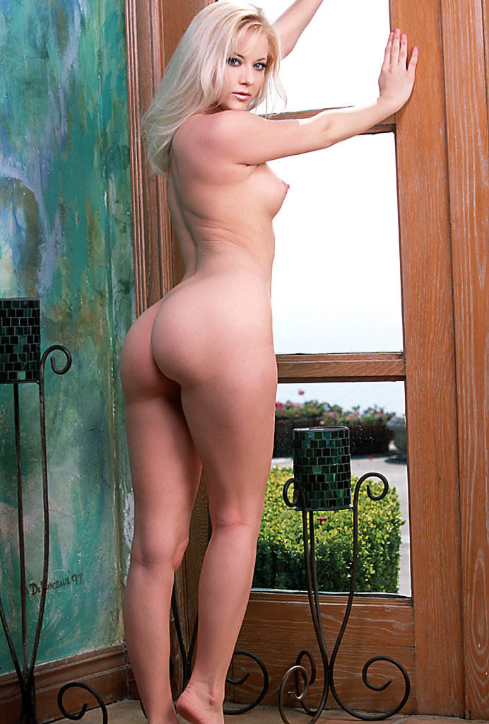 girl masterbating with door knob
