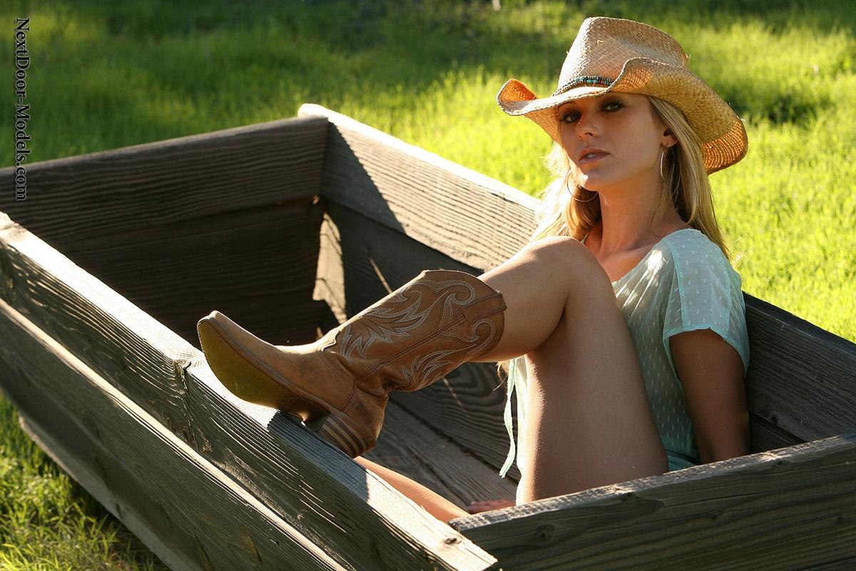 Door Models Topless Blonde Cowgirl At Amateurinde