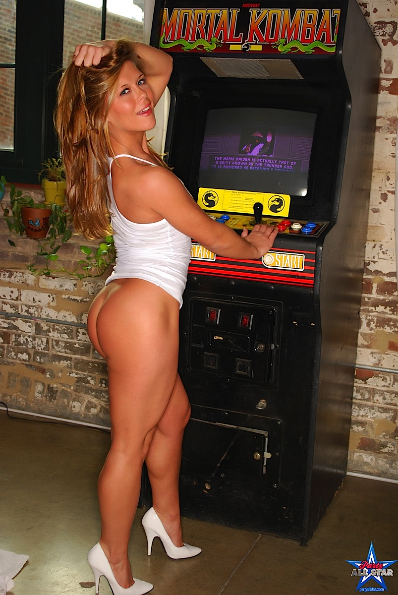 in arcade nude Girls