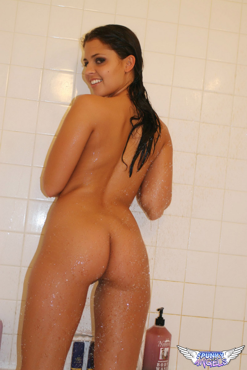 Spunky Angels - Sexy Nude Shower at AmateurIndex.com