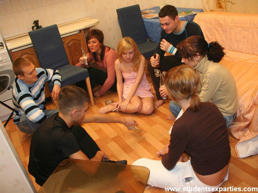 porno-studentok-v-nochnih-klubah