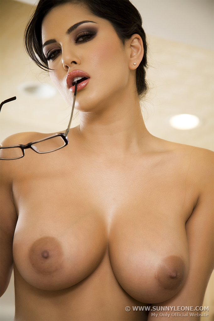 Sunny leone topless out