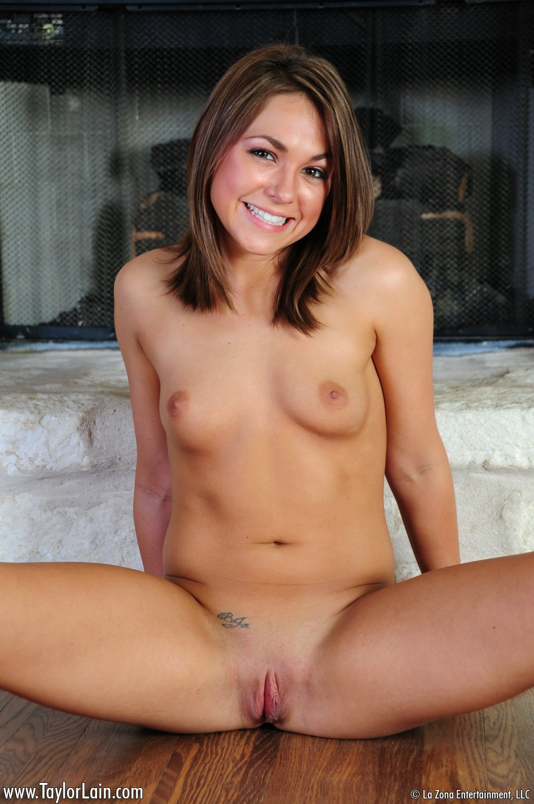 Taylor Lain Stripping Naked
