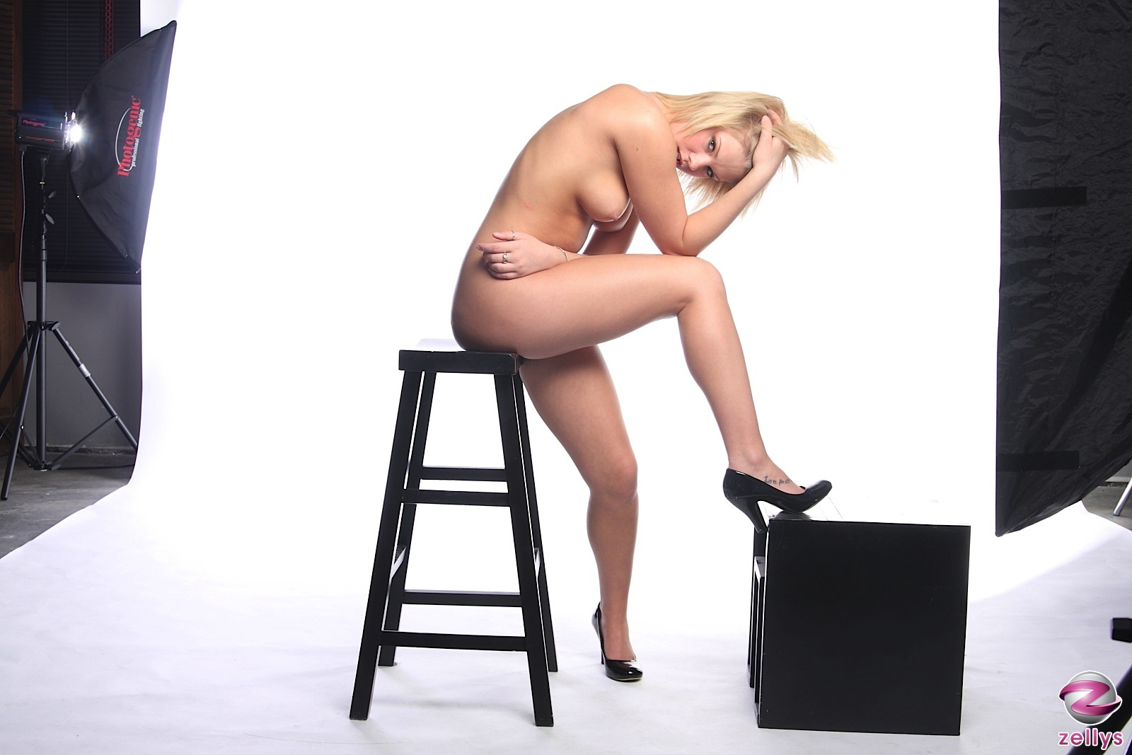 Taylor ingle posing nude