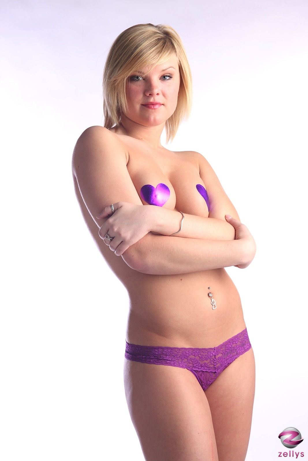 zelly s   topless blonde model at amateurindex