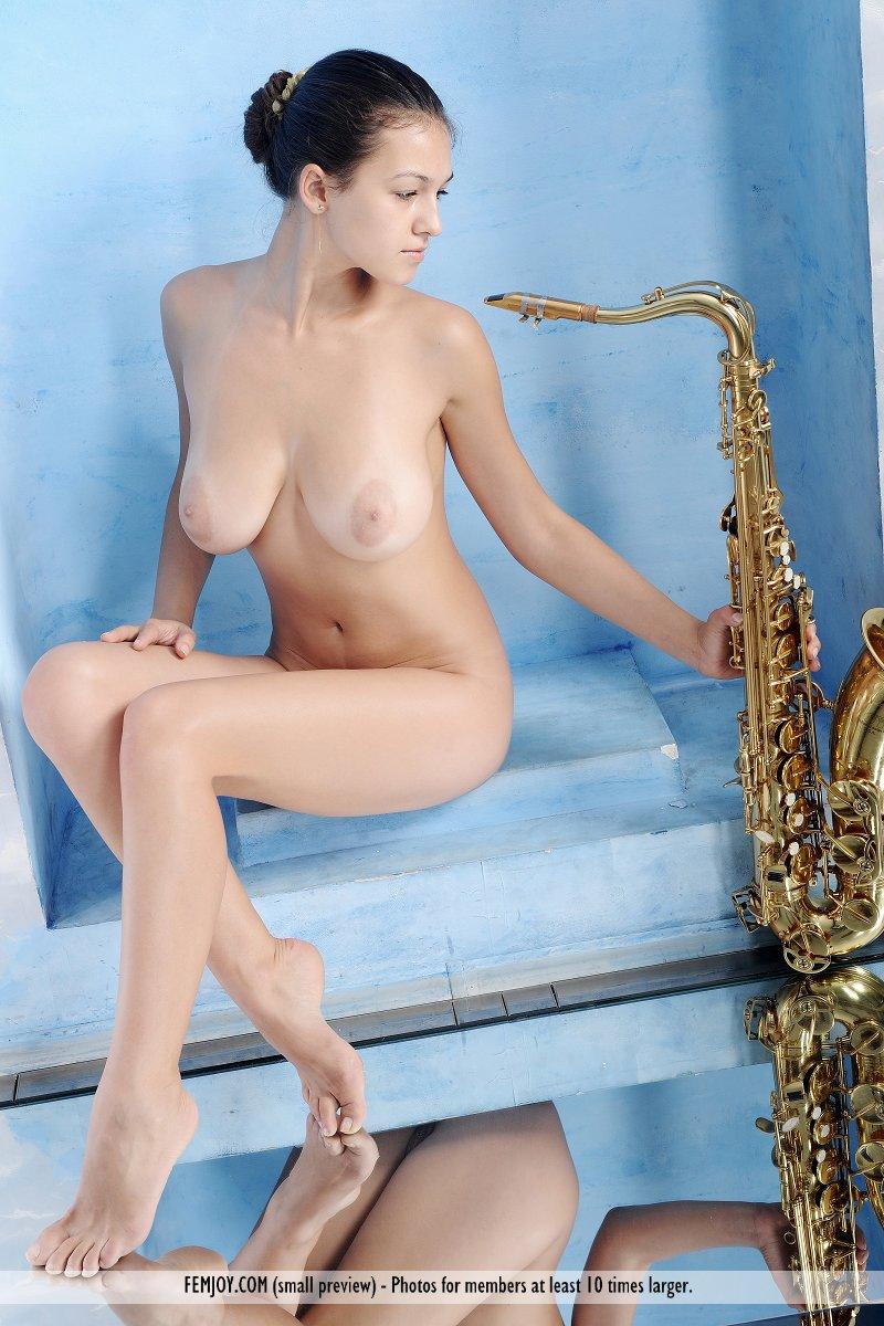 naked girls playing music