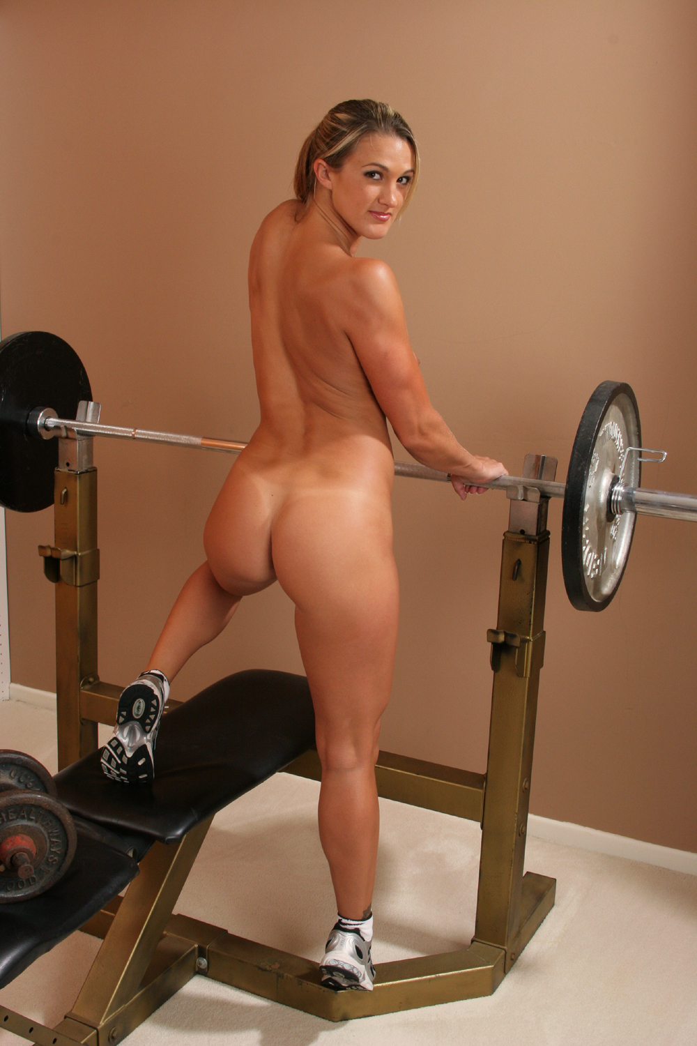 sexy-workout-pussy-most-people-are-inherently-bisexual