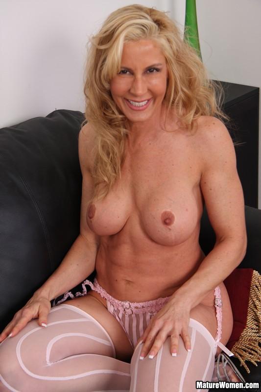 sexy older women pics